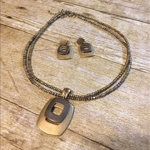 Premier Designs two tone necklace and earrings